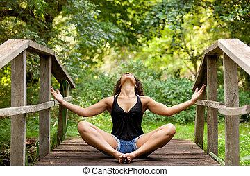 Frauen Yoga in der Natur