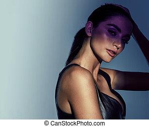 frauenportraets, schöne , brünett, closeup