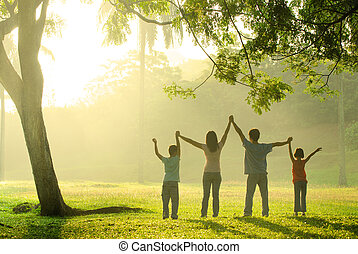 freude, springende , asiatische familie