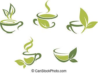Frischer Tee und grüne Blätter