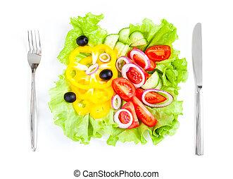 Frisches Gemüsesalatmesser und Gabel