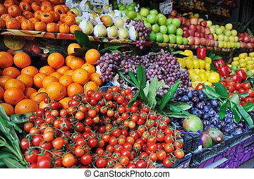 Frisches Obst und Gemüse auf dem Markt
