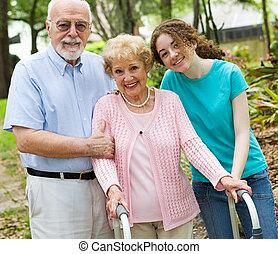 Frohe Großeltern.