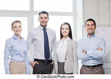 Frohes Business-Team im Büro.