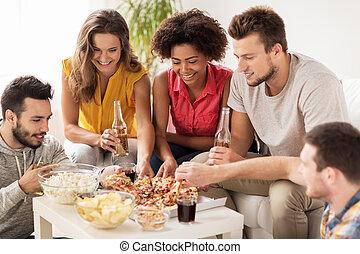 frohes heim, essen pizza, getrãnke, friends