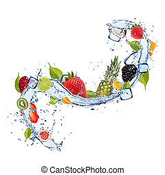 Frucht in Wasser auf weißem Hintergrund.