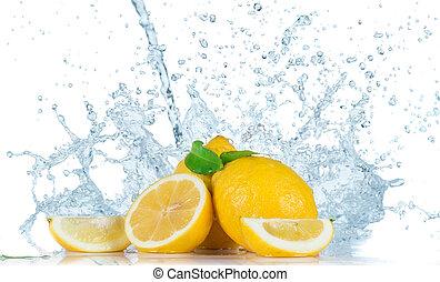 Frucht mit Wasserspritze.