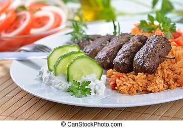 Gegrillte griechische Fleischbällchen.