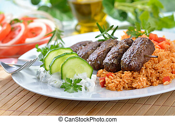 Gegrillte griechische Fleischbällchen