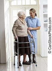 gehen, frau, carer, rahmen, senioren, portion, gebrauchend, älter
