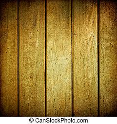 Gelbe Holzplanken sind verwittert.