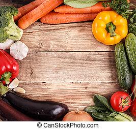 Gemüse aus Holz mit Platz für Text. Organisches Essen.