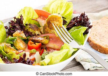 Genießen Sie eine gesunde vegetarische Mahlzeit.
