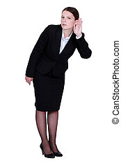 Geschäftsfrau, die ihr Ohr sträubt