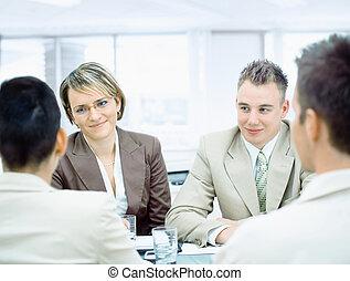 Geschäftsleute beim Treffen