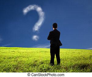 Geschäftsleute denken und beobachten das Fragezeichen. Die Zusammensetzung der Wolke