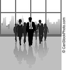 Geschäftsleute gehen durch die Stadt und bauen Fenster