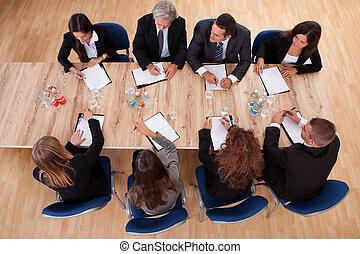 Geschäftsleute in einem Meeting