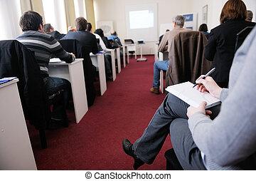 Geschäftsleutegruppe im Seminar