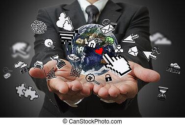 Geschäftsmännerhände zeigen Internet-Konzept