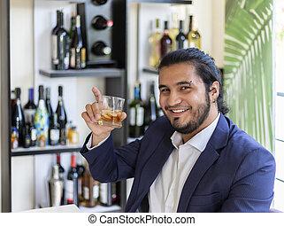 geschäftsmann, trinken, spanisch, gemischten getränk