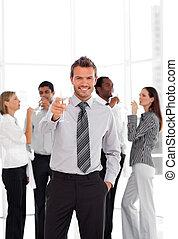 Geschäftsteam feiert den Erfolg