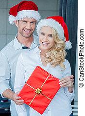 geschenk, paar, besitz, lächeln, weihnachten, rotes