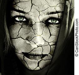Gesicht einer Frau mit gebrochener Haut
