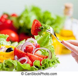 Gesundes, frisches Salatessen.