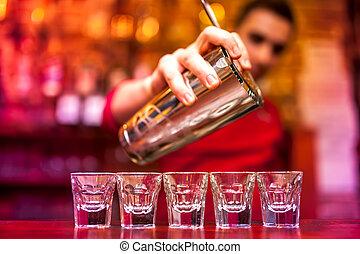 gießen, barmann, alkoholisches getränk, nachtclub, schüsse, starke