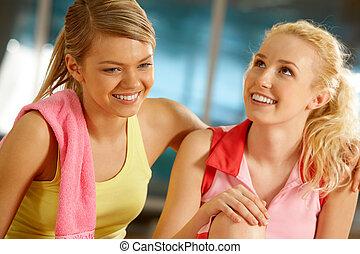 Gilrs im Fitnessstudio
