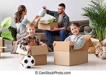 glückliche familie, kästen, auspacken, bewegung, wohnung, kinder, vater, neue mutter