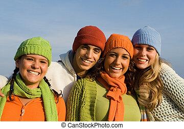 Glückliche Gruppe gemischter Rassenkinder, Jugendliche oder Teenager
