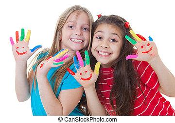 Glückliche Kinder, die Farbe spielen