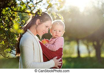 Glückliche Mutter und ihre Tochter.