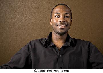 Glücklicher schwarzer Mann