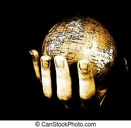 Globe in den Händen eines Mädchens