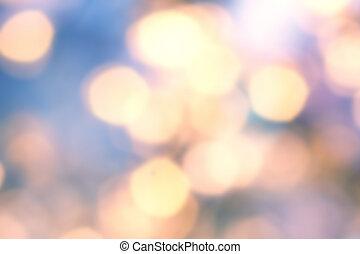 Goldener Weihnachts Hintergrund mit natürlichem Bokeh und funkelnden defokusierten Lichtern. Fester verschwommener Hintergrund