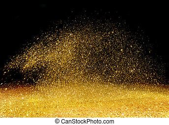 Goldenes Pulver über den dunklen Hintergrund verstreut.