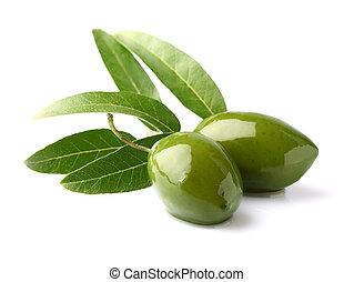 Grüne Oliven mit Blättern