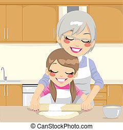 Großmutter lehrte Enkelin, Pizza zu machen.
