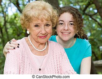 Großmutter und Enkelin.