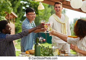 gruppe, genießen, multi-ethnisch, feier, leute, draußen