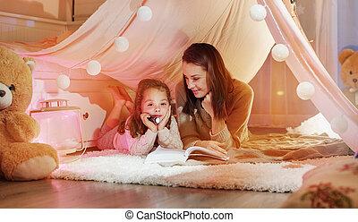 Gut, dass Mutter mit ihrer Tochter einen Roman liest.