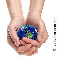 Hände halten Erde