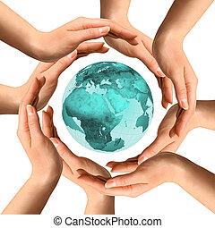 Hände um die Erde