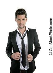 Hübscher junger Mann, Anzug mit Krawatte