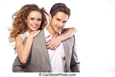 Hübscher Kerl mit seiner fabelhaften Freundin