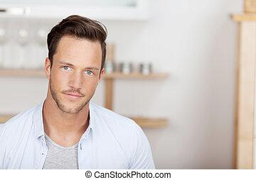 Hübscher Mann