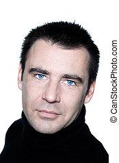 Hübscher weißer Mann, blaue Augen, lächelndes Porträt